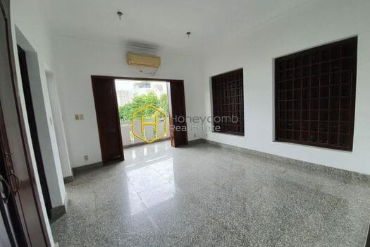2V212 www.honeycomb 3 result An extremely spacious villa with no furniture is waiting for you to decorate in District 2